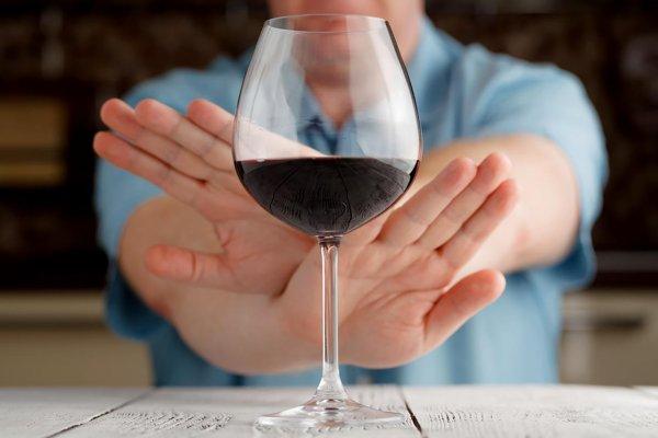 Ученые выяснили, почему люди превращаются в алкоголиков