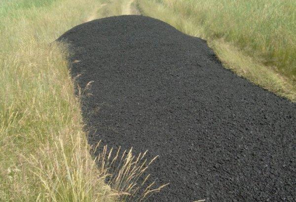 Омские дорожники «заасфальтировали» кусок поля в Калачинском районе