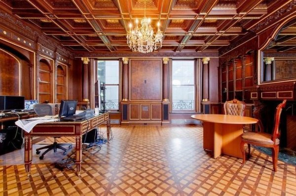 В Ростове за 75 млн продают дизайнерский трехэтажный коттедж