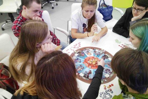 Летом 2018 года парки Москвы примут семейные турниры настольной игры «Экономикус. Биржа торгов»