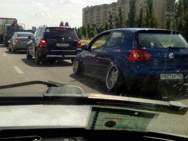 Воронежцев удивил необычный стэнс-Volkswagen с выгнутыми колесами