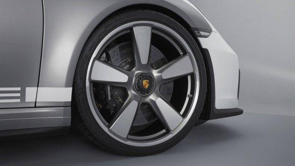 Porsche показала в Гудвуде новый кабриолет Porsche 911 Speedster 2018?