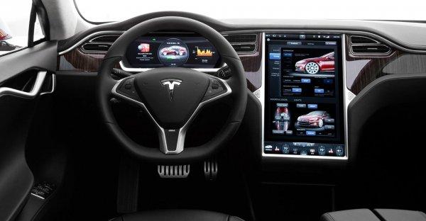 В «Связной» поступило 236 заявок на электрокары Tesla