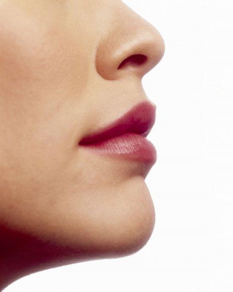 Девушка из Тюмени три года прожила с сантиметровой бусиной внутри носа