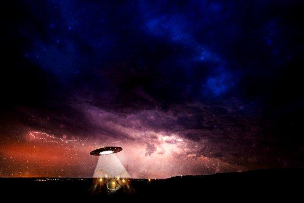 Ученые: За Солнцем «прячется» эскадра НЛО