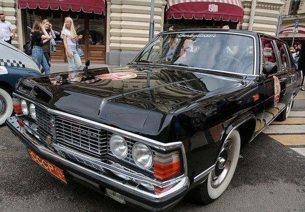 В Москве состоялось юбилейное ГУМ-Авторалли с уникальными ретро машинами