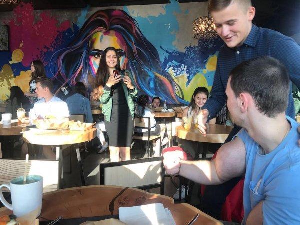 Кирилл «Руки-базуки» вызвал фурор своим появлением в ресторане Ольги Бузовой