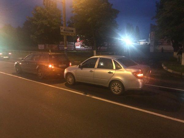 В Брянске маршрутчик устроил ДТП и скрылся с места аварии