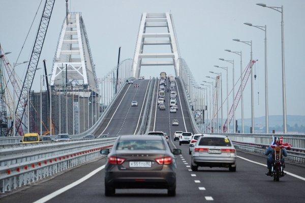 На Крымском мосту началась укладка рельс