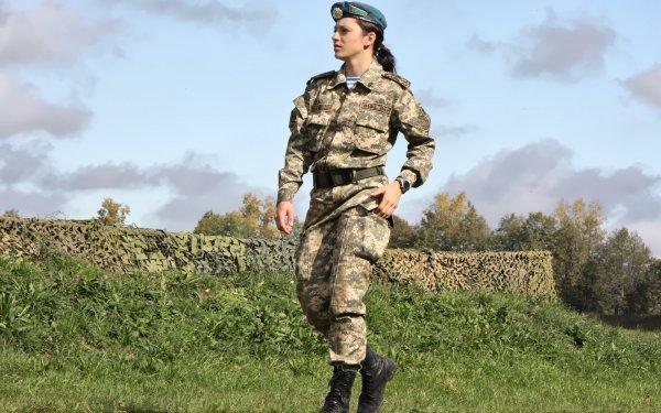 «Эпидемия какая-то»: Странное поведение девушки в военной форме озадачило ставропольцев