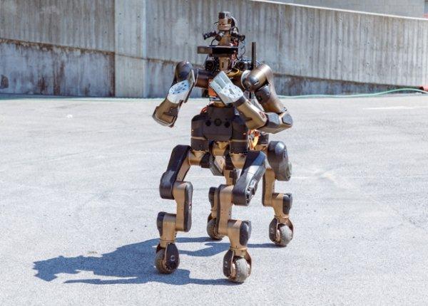 Спасатель робот-кентавр поразил своими возможностями