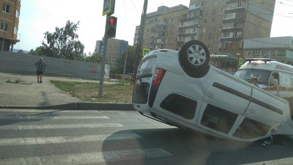 LADA Largus перевернулась на дороге Тольятти