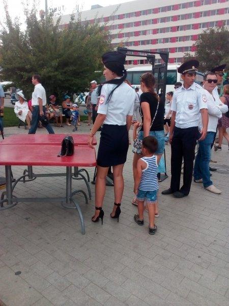 «Дама-полицай»: Жительница Астрахани против высоких каблуков на женщинах-полицейских
