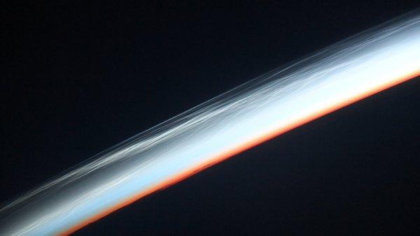 Российский космонавт с МКС заснял уникальные «серебристые облака»