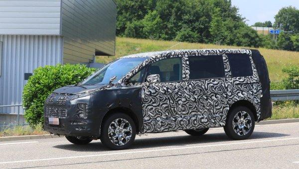 Минивэн Mitsubishi Delica нового поколения заметили на испытаниях в Европе