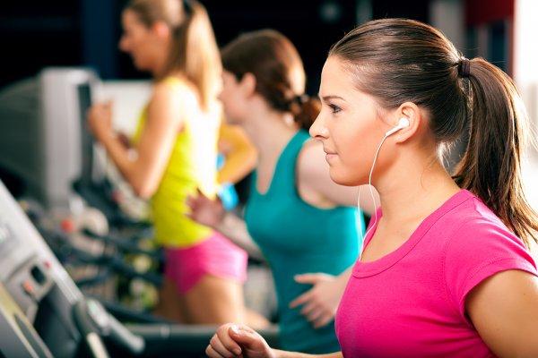 Ученые: Музыка во время тренировки улучшает результаты