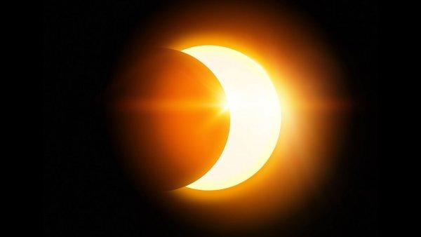 В следующие выходные произойдёт солнечное затмение и сильный звездопад