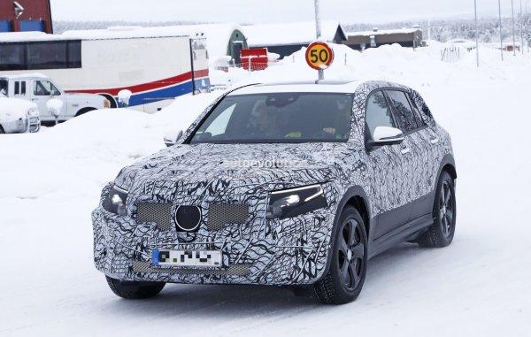 Новый электрокроссовер Mercedes-Benz EQC попал на видео во время прохождения тестов