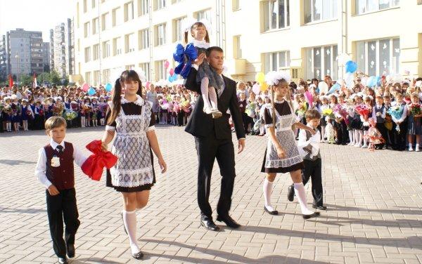 Исаак Калина: старт учебных занятий в школах Москвы намечен на 3 сентября