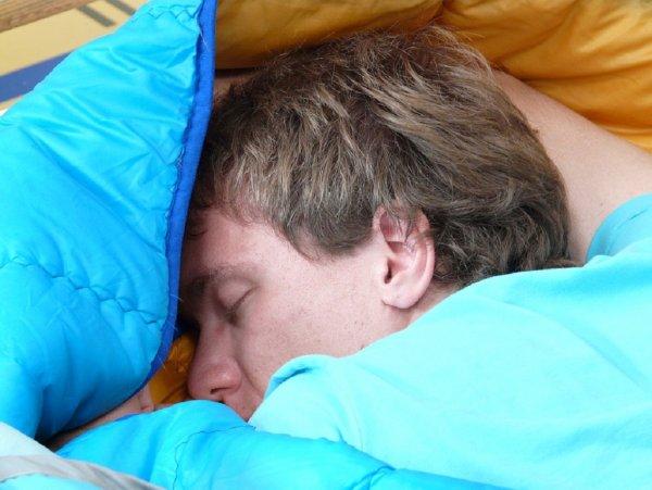 Ученые: Длительный сон влечет за собой риск умереть раньше срока