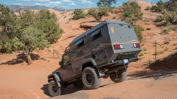 Внедорожник Jeep Wrangler переделали в дом на колёсах
