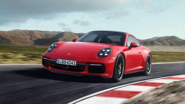Новый спорткар Porsche 911 попал на видео на автобане