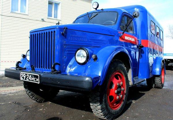 Милицейский фургон ГАЗ-51 из «Операции Ы» продают в Новосибирске