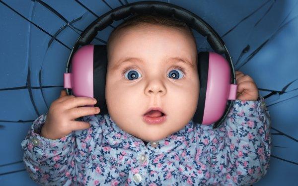 Гарнитура - не игрушка: Ученые объяснили, почему не стоит давать детям наушники