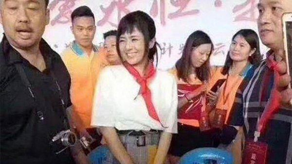 Китайские пионеры раскритиковали японскую порнозведу в красном галстуке