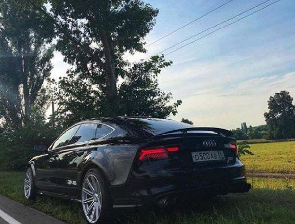 В Воронеже на обочине сфотографировали редкий Audi S7