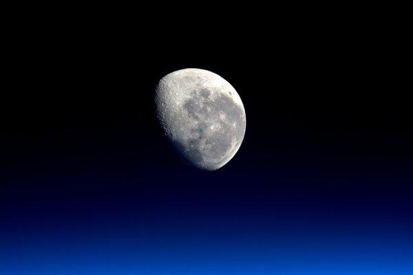 Ученые: Пришельцы помешали астронавтам взорвать атомное оружие на Луне