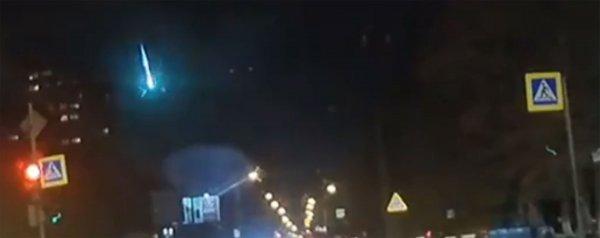 Жители Ростова увидели метеорит, похожий на салют