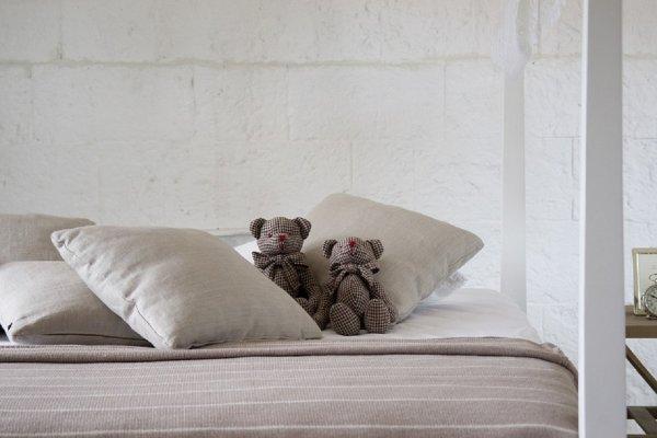 «Рассадник бактерий»: Ученые советуют стирать постельное белье не реже раза в неделю