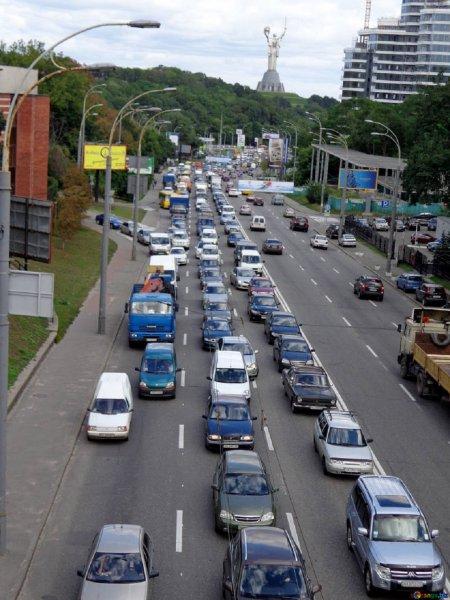 Водители рассказали, чем занимаются в пробках на трассе М-4 «Дон»