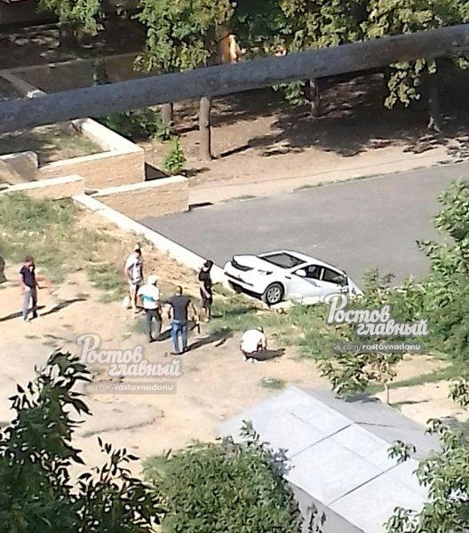 Ростовчане высмеяли припарковавшуюся дыбом «богиню» на KIA Rio