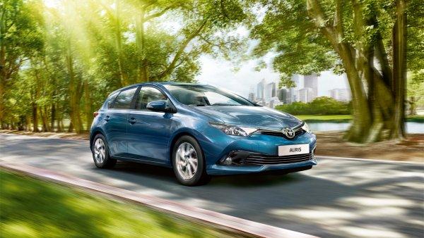 Toyota отказалась от имени Auris в пользу Corolla
