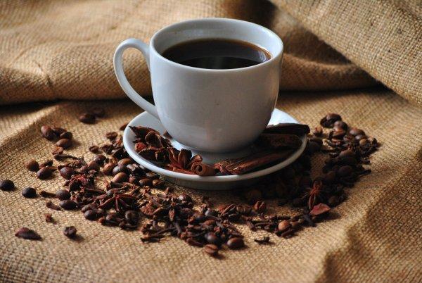 Онищенко выступил за запрет на продажу кофе на территории школ