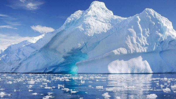 Конспирологи выявили в Антарктиде «базу гуманоидов» и ровный ряд загадочных объектов одинаковой формы