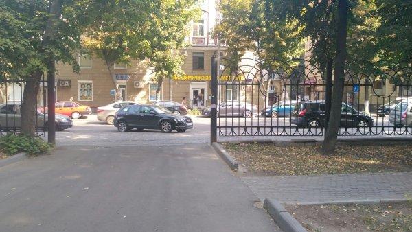 Вольная парковка наглой автоледи поссорила воронежцев