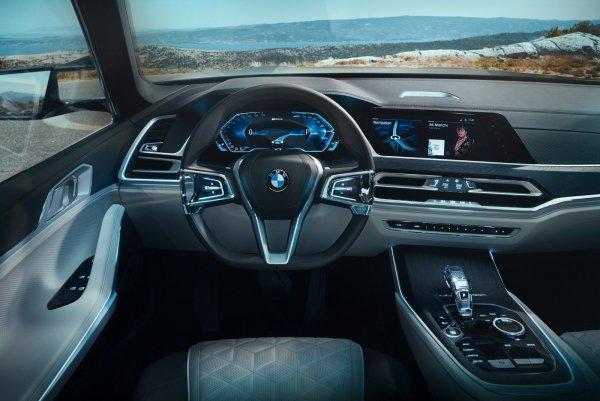 Серийную версию нового внедорожника BMW X7 представят в октябре