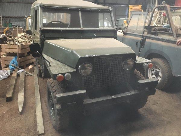 Шотландские фотографы обнаружили на ферме уникальные Land Rover
