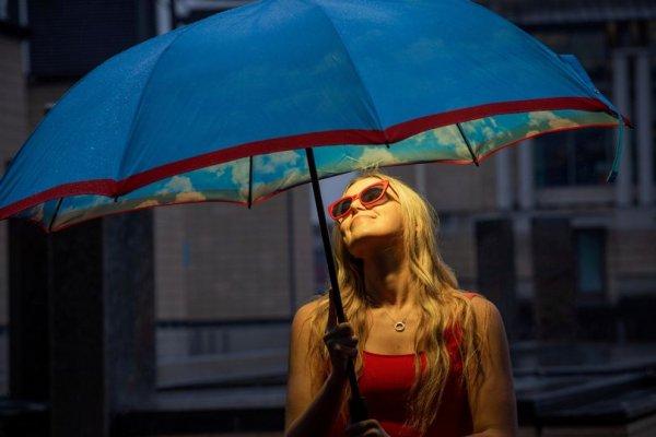 Учёные разработали зонтик, под которым всегда лето