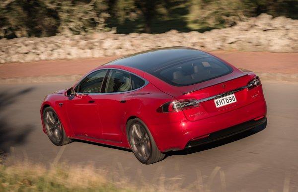 Хакеры угнали электрокар Tesla Model S за несколько секунд