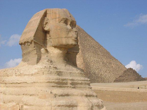Археологи наткнулись на мини-статую сфинкса на юге Египта