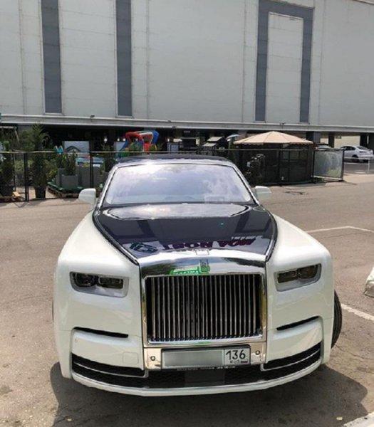 Роскошный Rolls-Royce Phantom за 50 млн рублей заметили в Воронеже