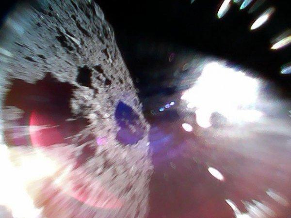 Японские космические роботы сделали первые фотографии астероида Рюгу