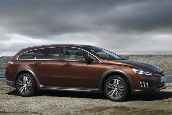 Компания Peugeot представила новые гибридные автомобили