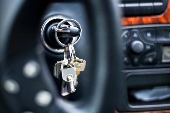 В Югре неудачливый вор попытался угнать машину с пассажиром в салоне