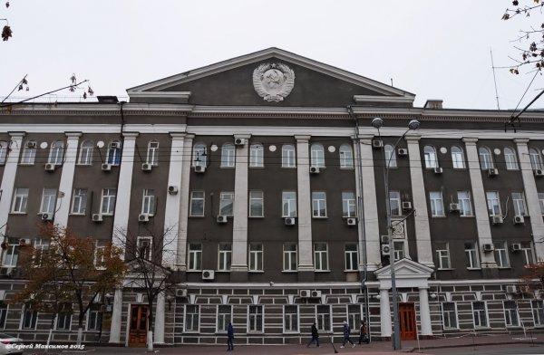Ростовчанин эффектно станцевал напротив здания ФСБ