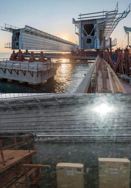 Падение фрагмента Крымского моста пролета не замедлит строительство железнодорожной части
